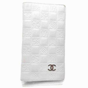 Chanel White Quilted Charm Chocolate Bar Bifold